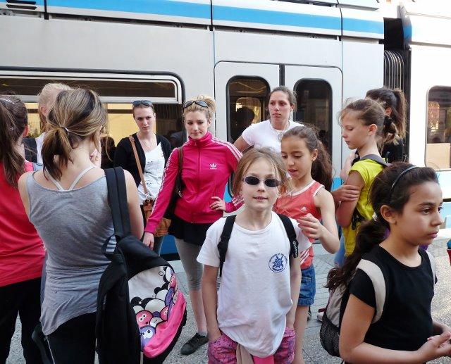 Le tram avec les copines, c'est cool !